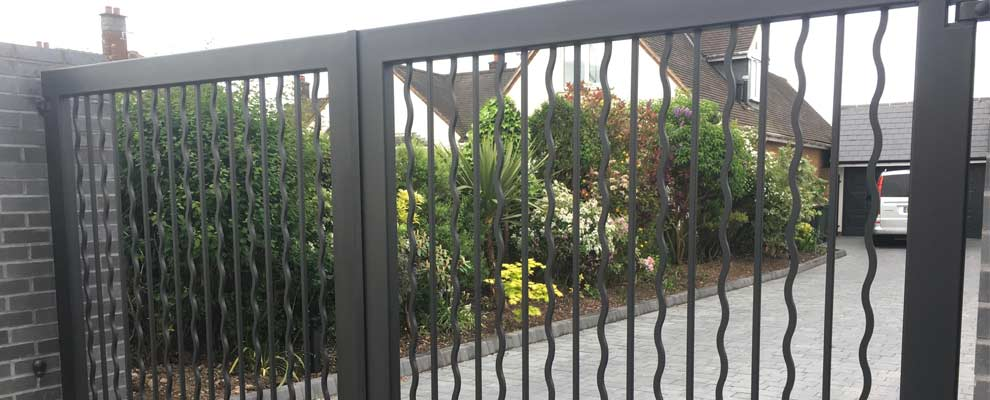 Bespoke Contemporary Gates & Railings for a Modern House